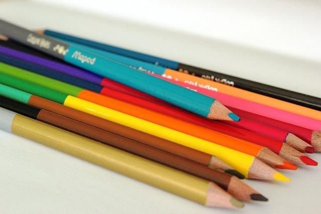 crayons-831240_640