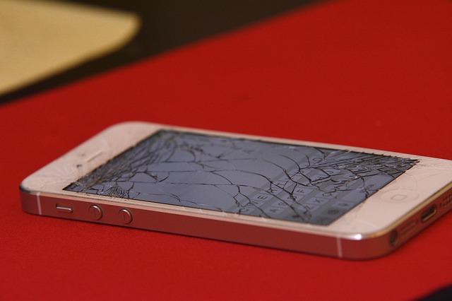 mon iphone casse vitre brisee